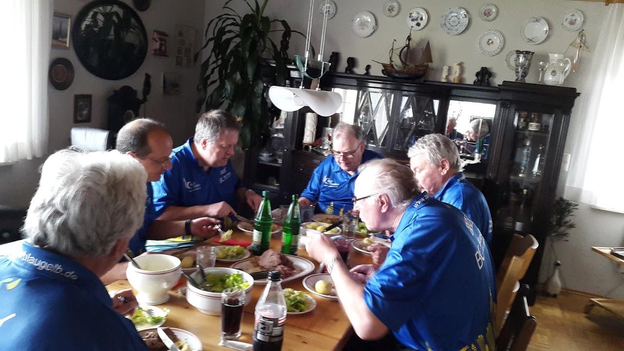 Team Herren 3 beim Volker zum Mittagessen