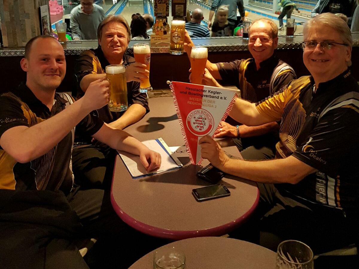 Herrenteam 2: Robert Seyfarth, Klaus Reitze, Wolfgang Hüllenhütter (eigentlich Team 3) und Hans-Jürgen Naumann (v.l.) - es fehlen: Chris Roy und Björn Weis
