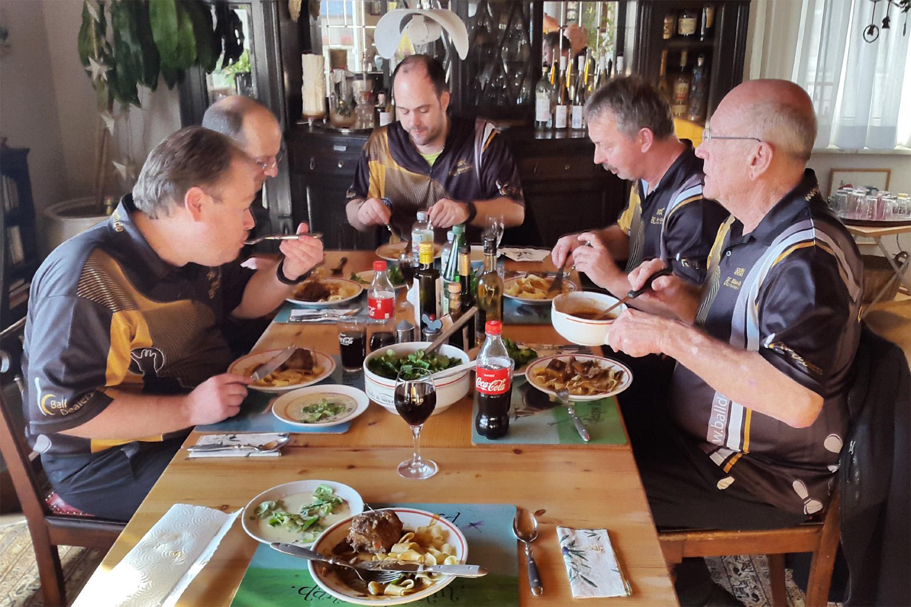 Herrenteam 3 bei Volker zum Mittagessen