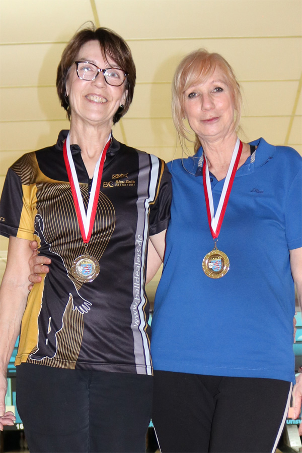 Hessenmeisterin Seniorinnen B: Brigitte Dinkel-Klaeden und Vize Hessenmeisterin Angelika Lamprecht